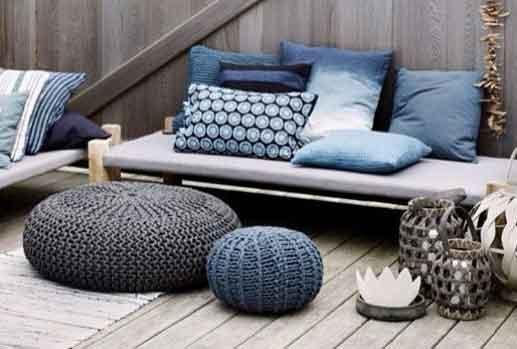 Espace extérieur décoré dans les tons bleus et beiges