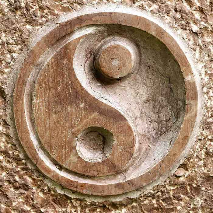 Yin Yang dessiné dans la pierre Feng Shui